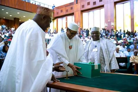 Buhari-presents-2018-budget