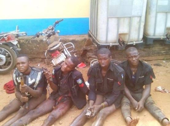Robbers-in-police-uniform
