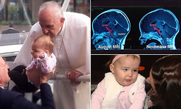 Pope-Francis-kisses-baby