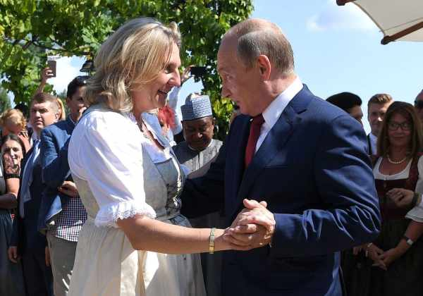 Putin-in-Austrian-ministers'-wedding